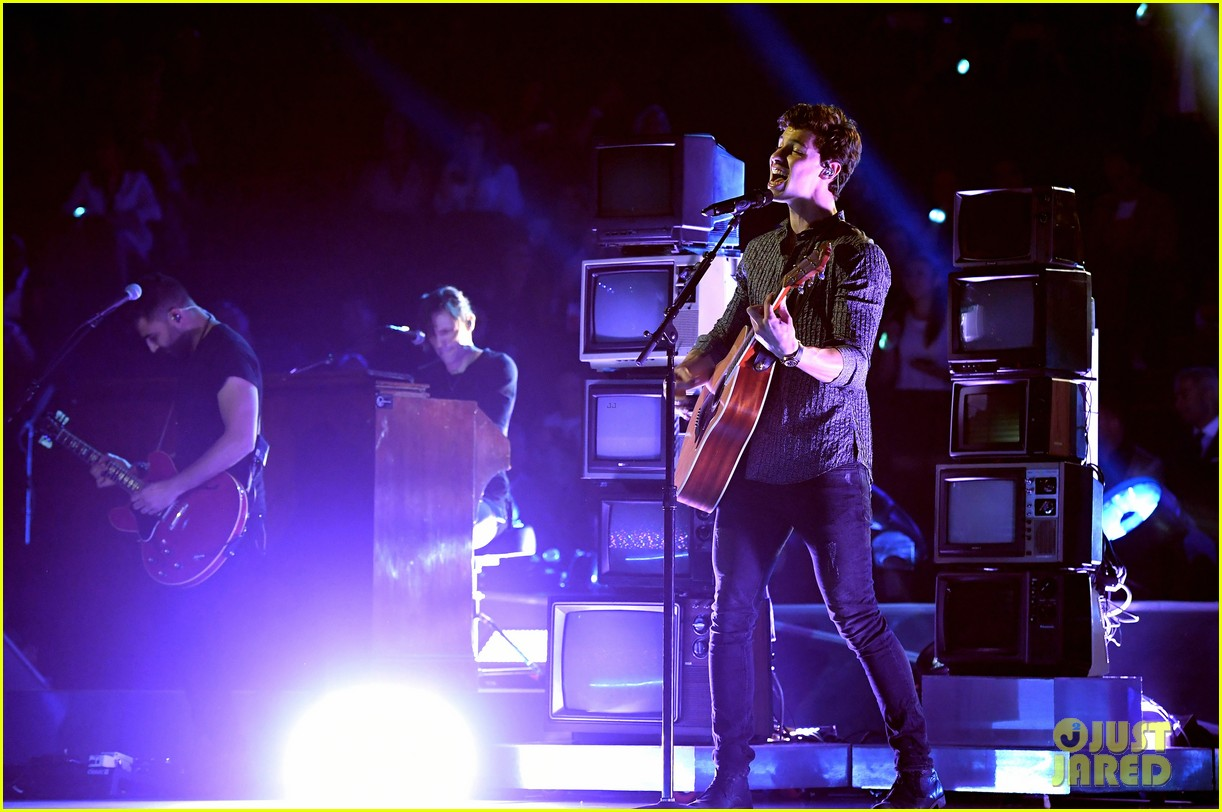 shawn mendes perform mtv vmas 2017 03