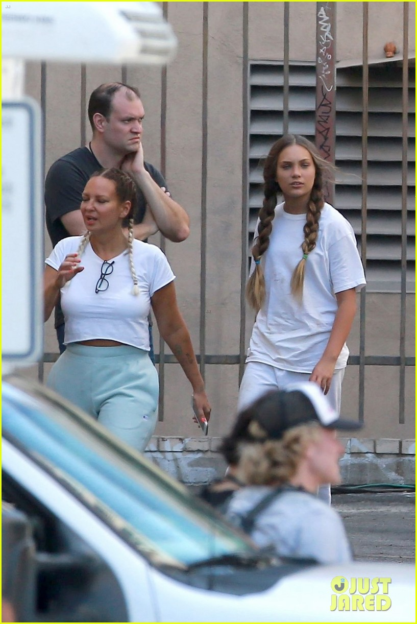 sia shows her face smiles wide on set kate hudson maddie ziegler 03