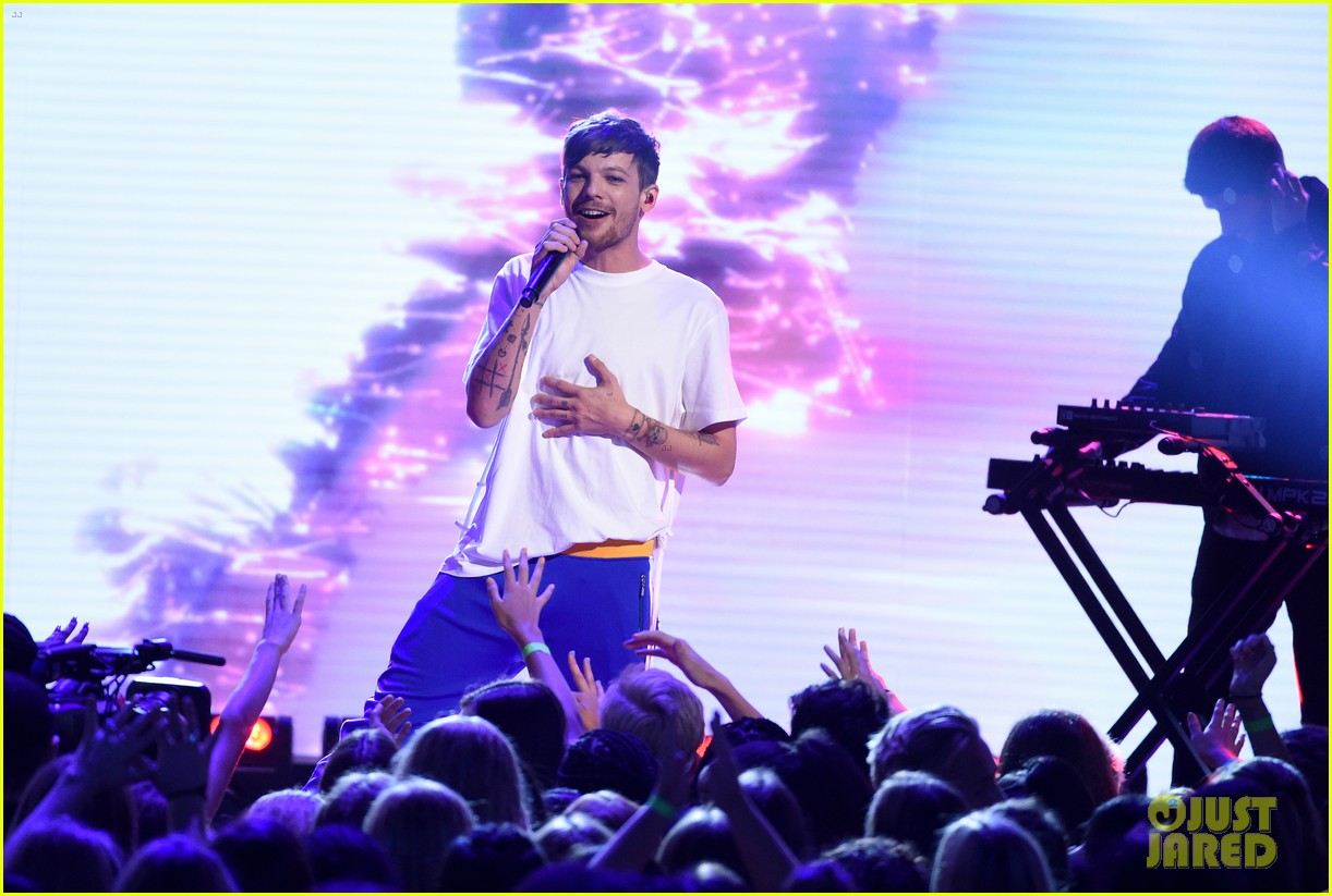 louis tomlinson and bebe rexha perform back to you at teen choice awards 2017 05