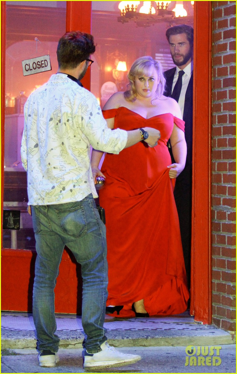 rebel wilson and liam hemsworth get glam for last night of isnt it romantic filming 02