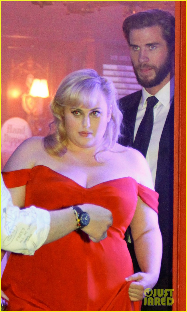 rebel wilson and liam hemsworth get glam for last night of isnt it romantic filming 06