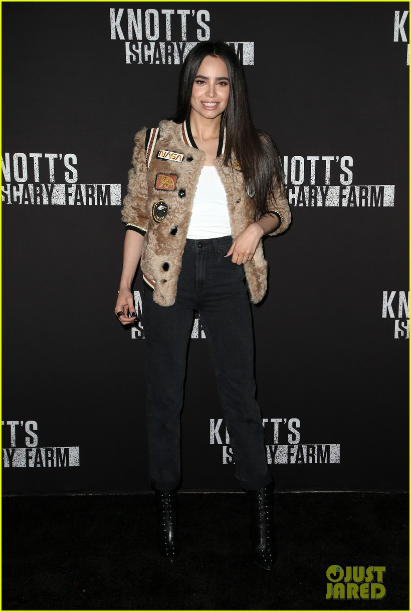 sofia carson bella thorne knotts scary farm 39