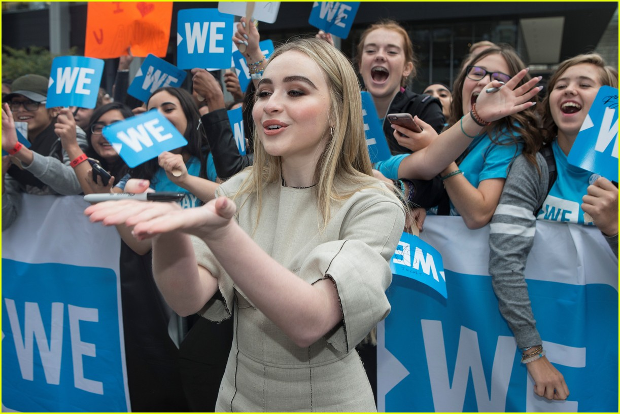 kelly clarkson and vanessa hudgens inspire youth at we day 04