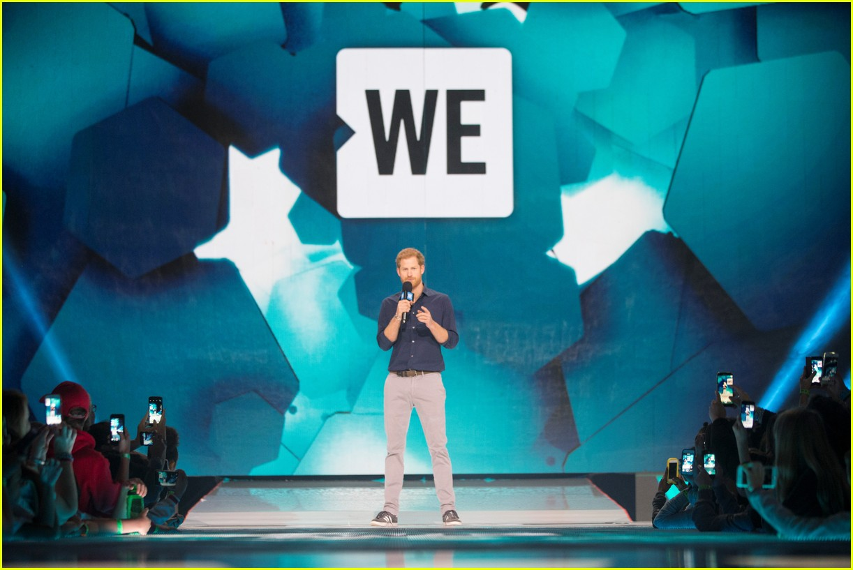kelly clarkson and vanessa hudgens inspire youth at we day 18