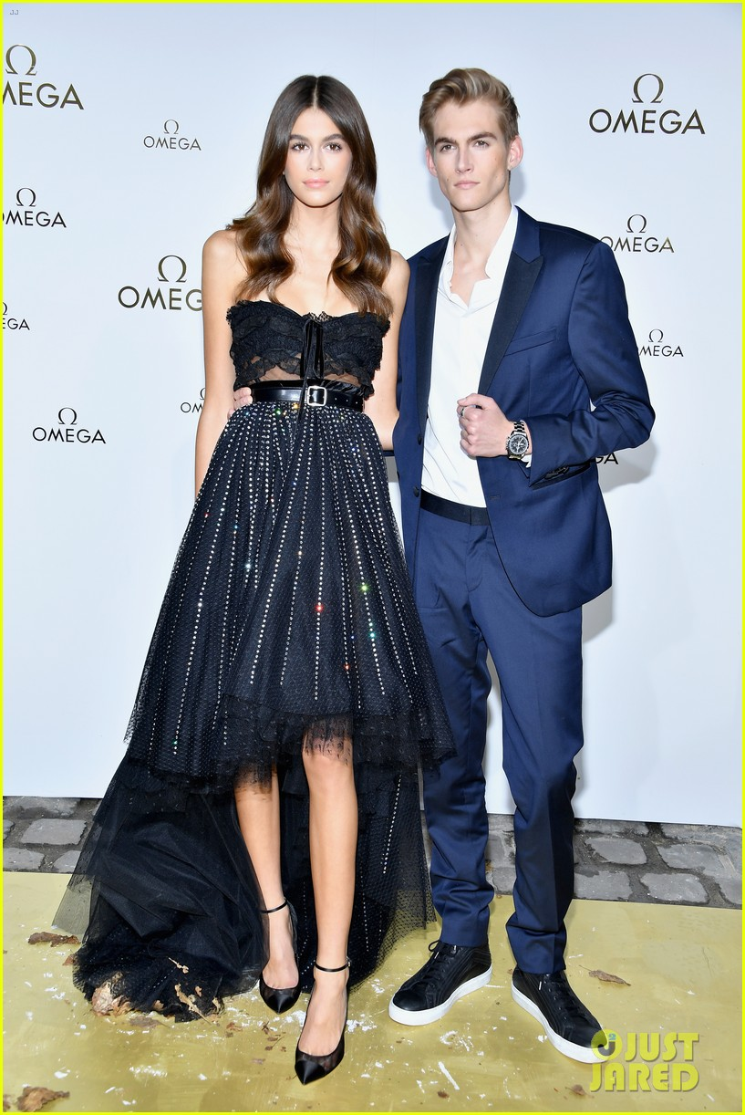 cindy crawford and rande gerber join kids kaia and presley at her time omega photocall3 13