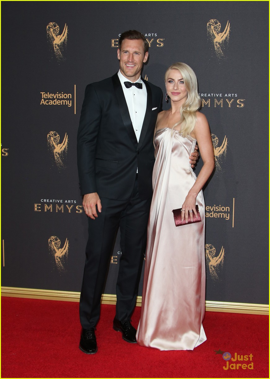 derek hough hayley  sharna julianne brooks emmys 03
