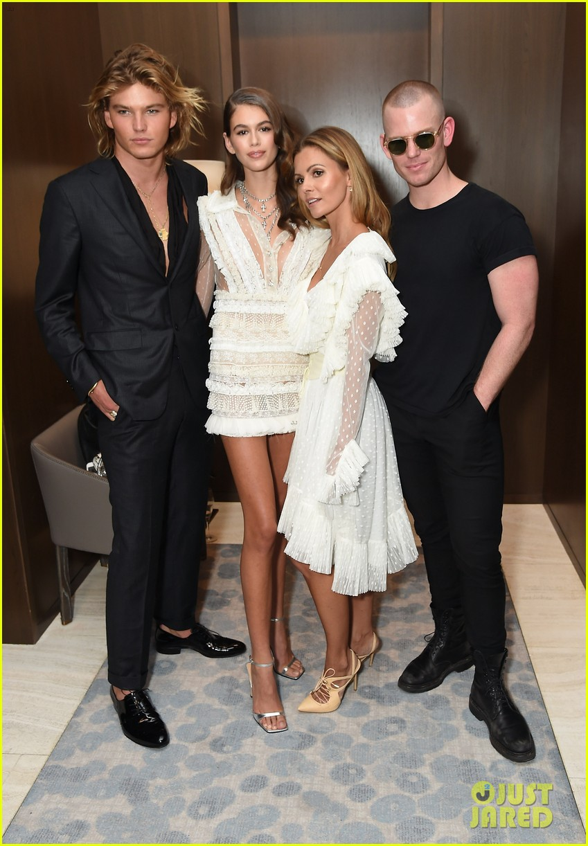 kaia and presley gerber team up for daily front rows fashion media awards 10