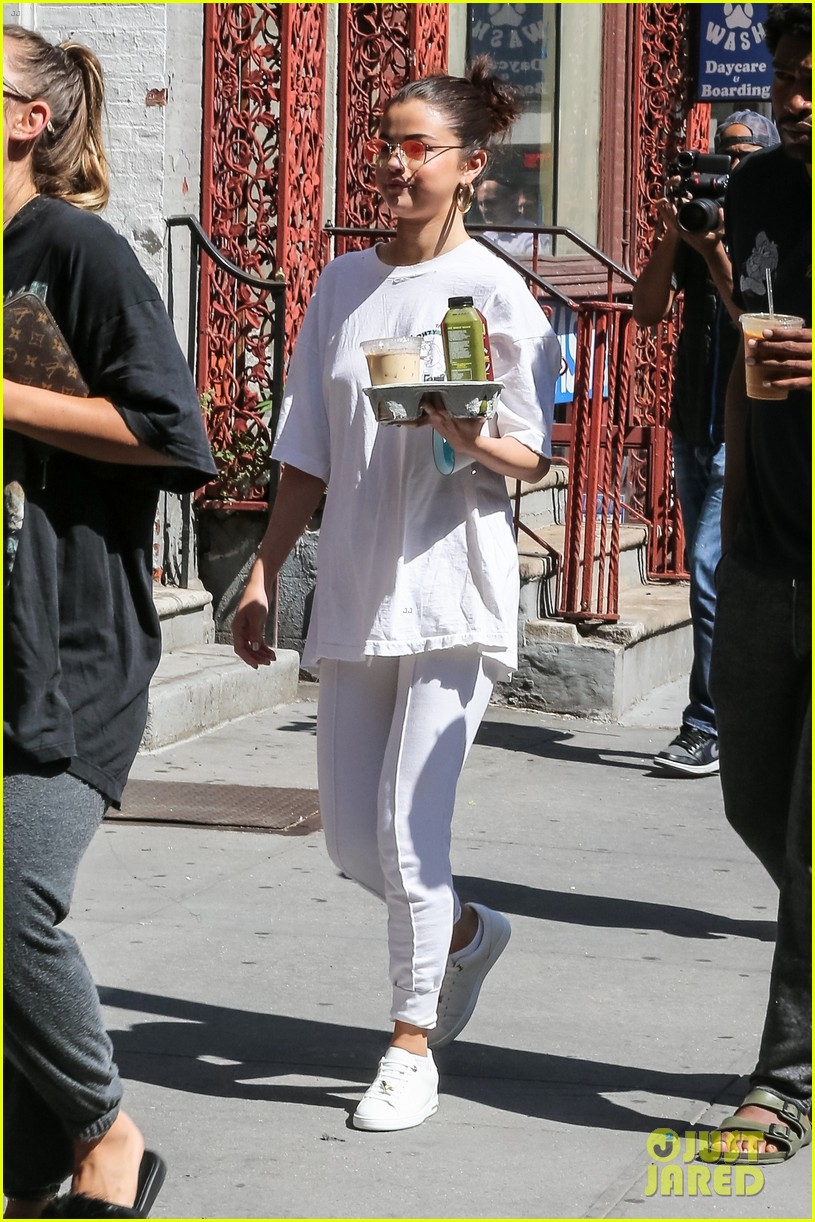 selena gomez wears all white on labor day 03