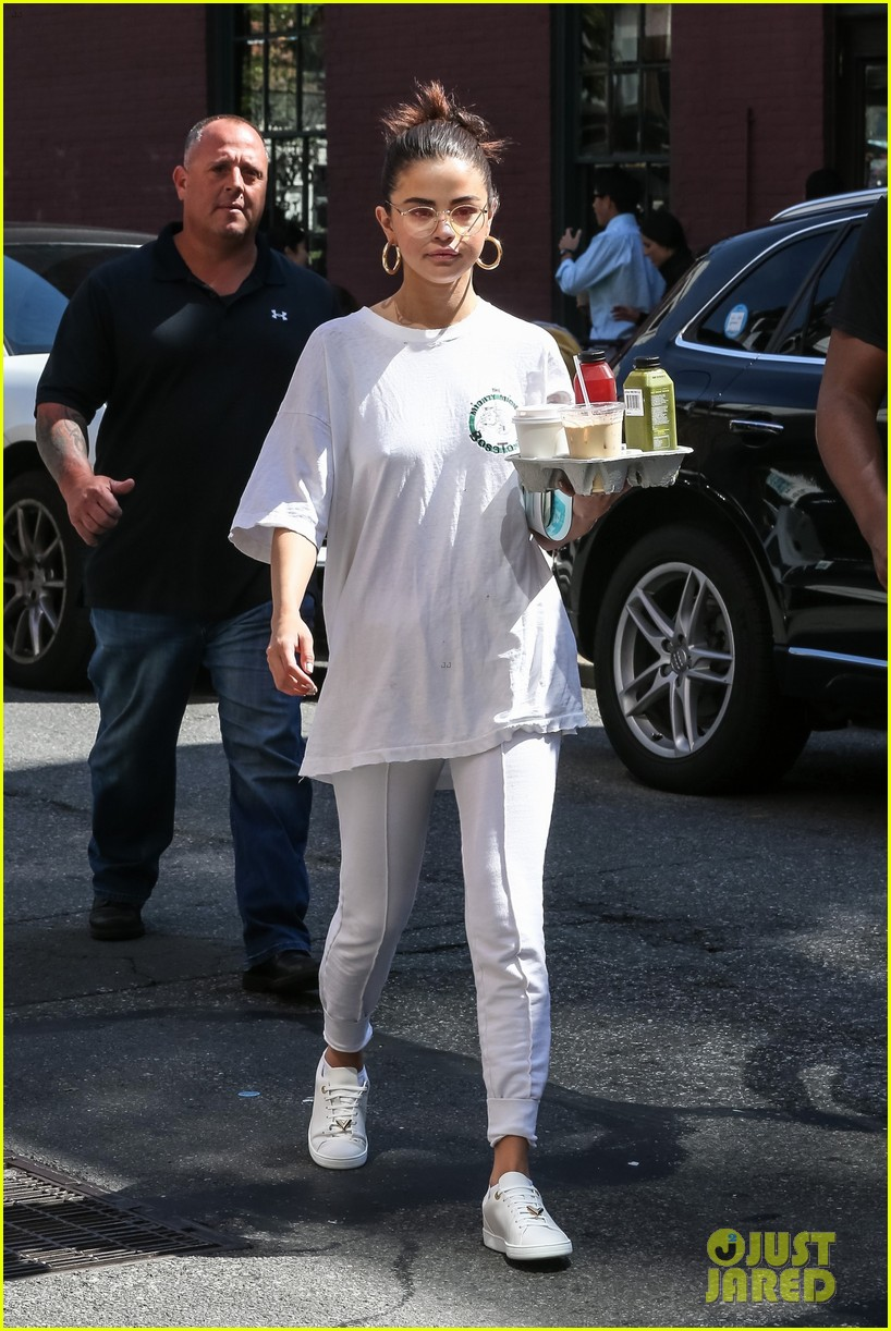 selena gomez wears all white on labor day 06