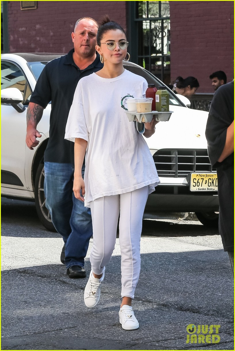 selena gomez wears all white on labor day 09