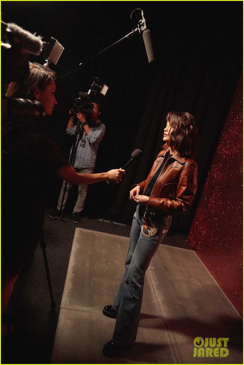 selena gomez coach fashion show 05