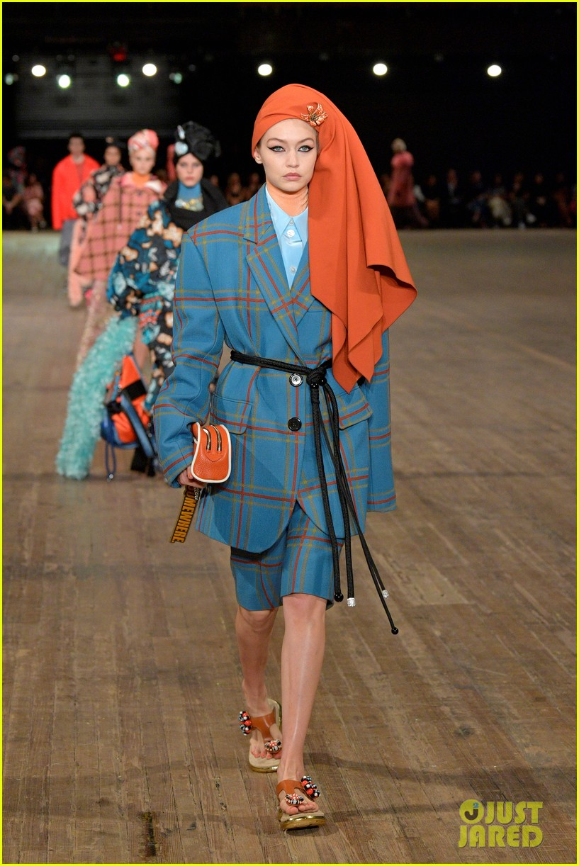 kendall jenner gigi and bella hadid go high fashion for marc jacobs2 01