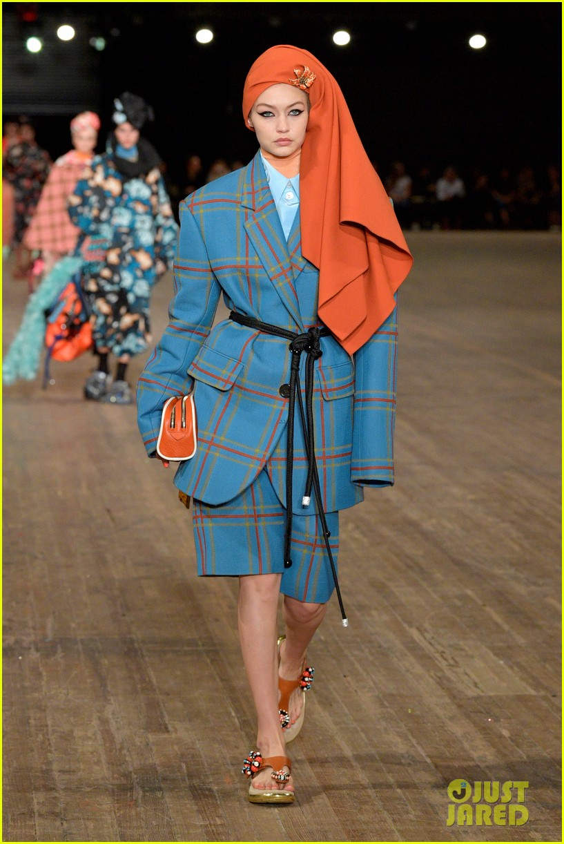 kendall jenner gigi and bella hadid go high fashion for marc jacobs2 22