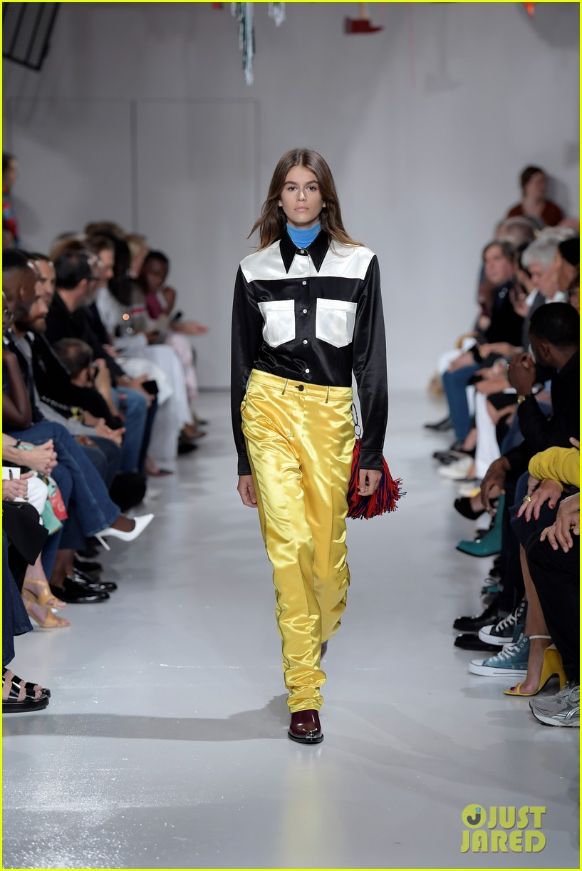 kaia gerber makes runway debut in calvin klein show 01