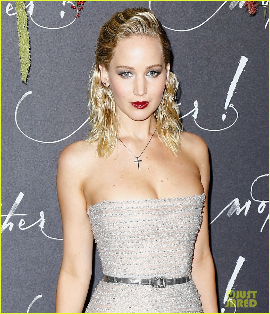 jennifer lawrence mother paris premiere darren aronofsky 04