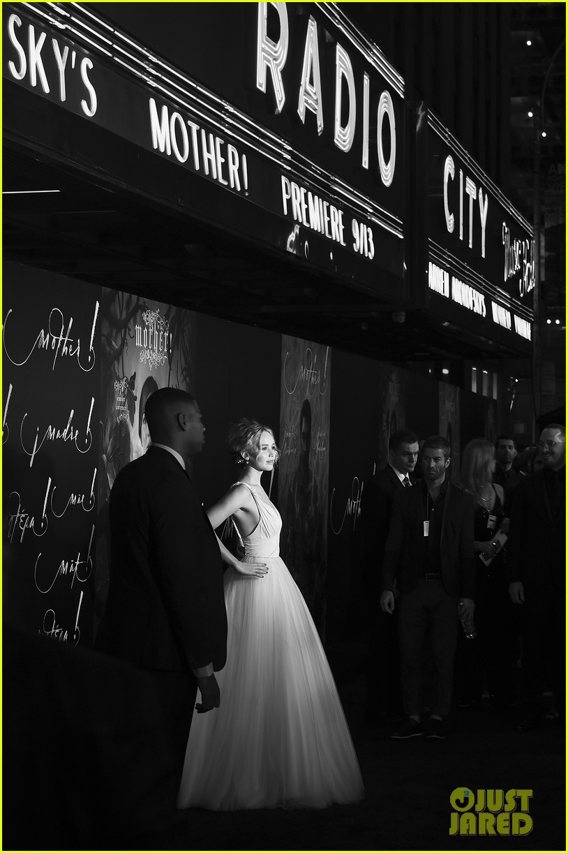jennifer lawrence darren aronofsky mother nyc premiere 14