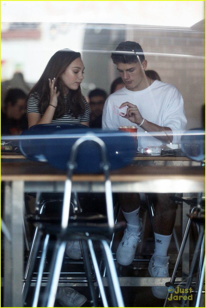 maddie ziegler jack kelly make cake 04
