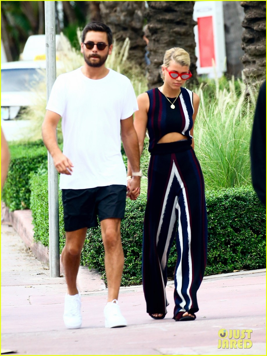 scott disick sofia richie continue pda filled vacation 01