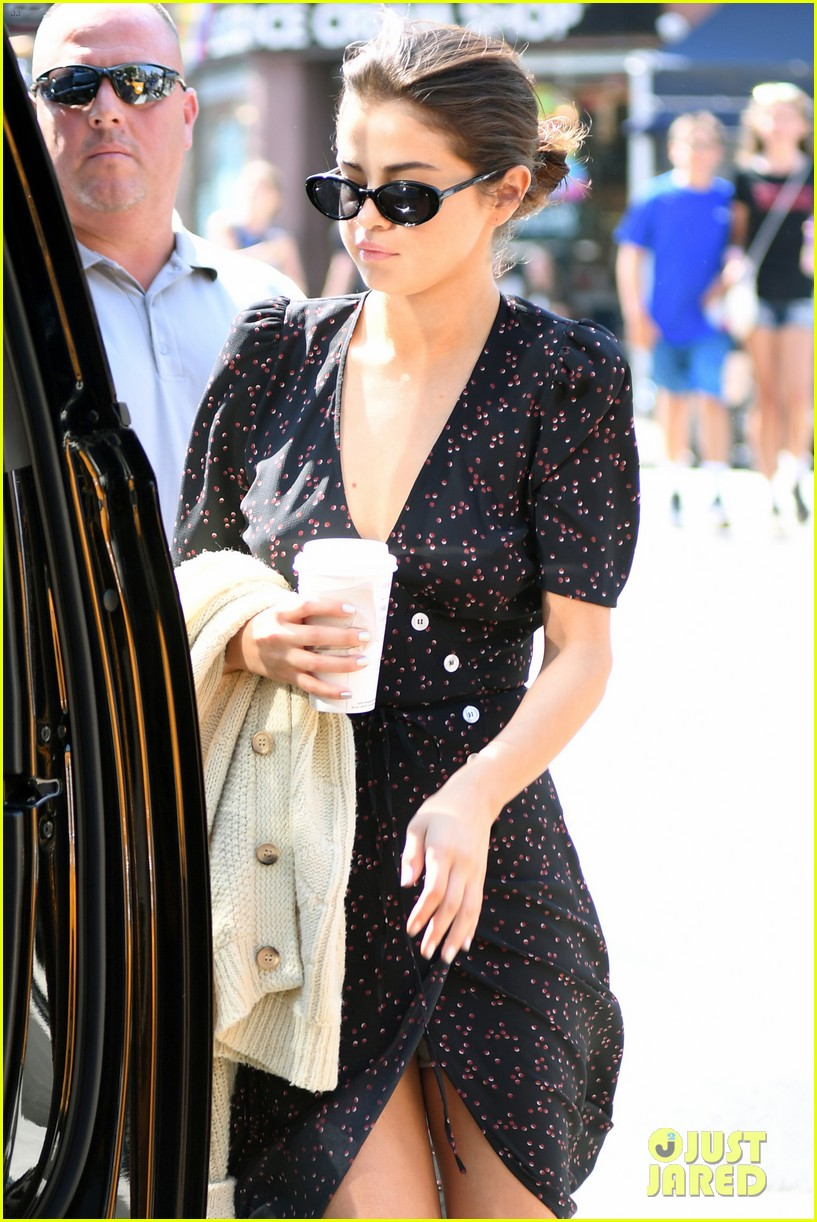 selena gomez out in new york city solo 02