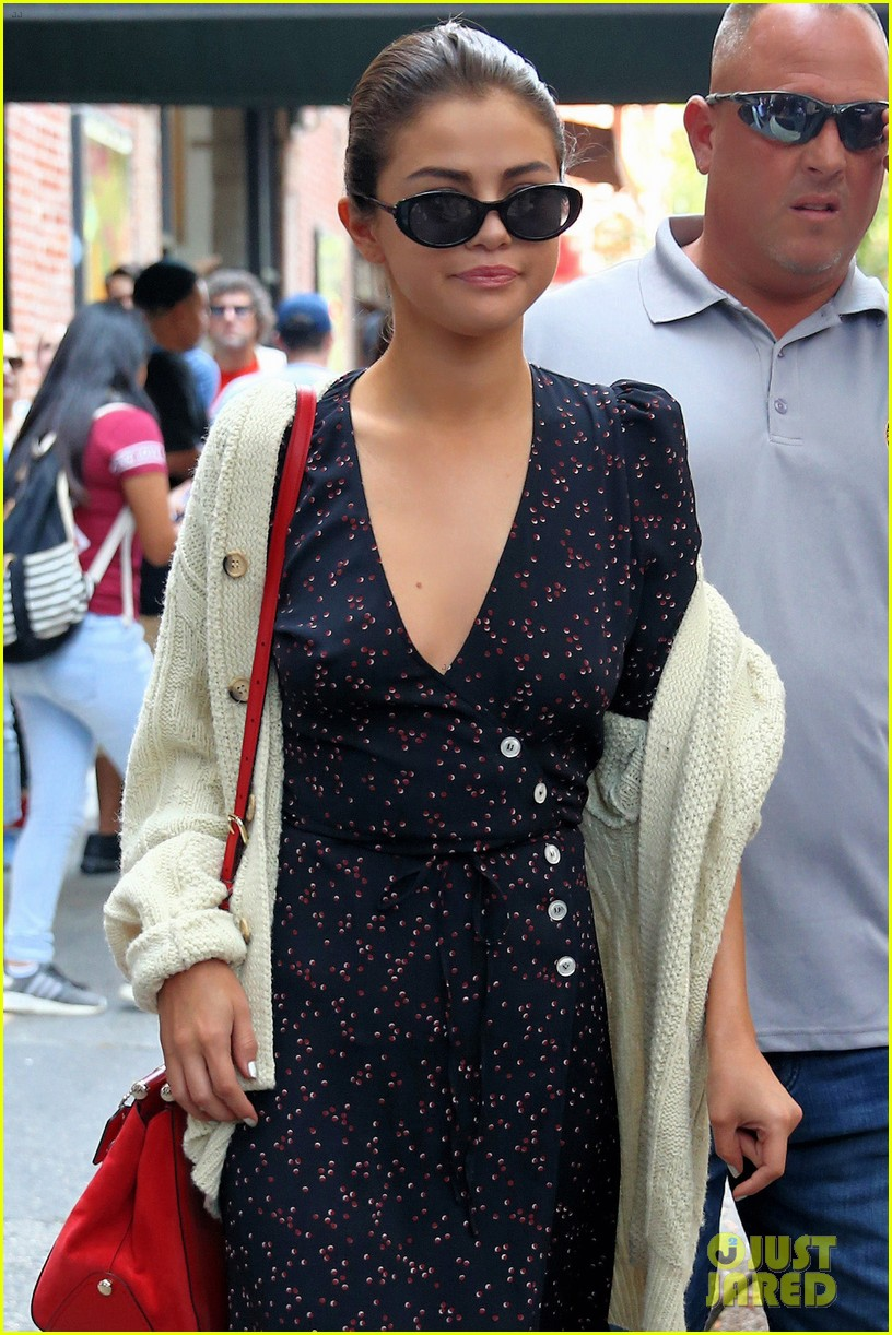 selena gomez out in new york city solo 09