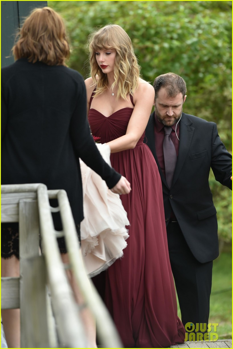 taylor swift serves as bridesmaid at bff abigails wedding 01