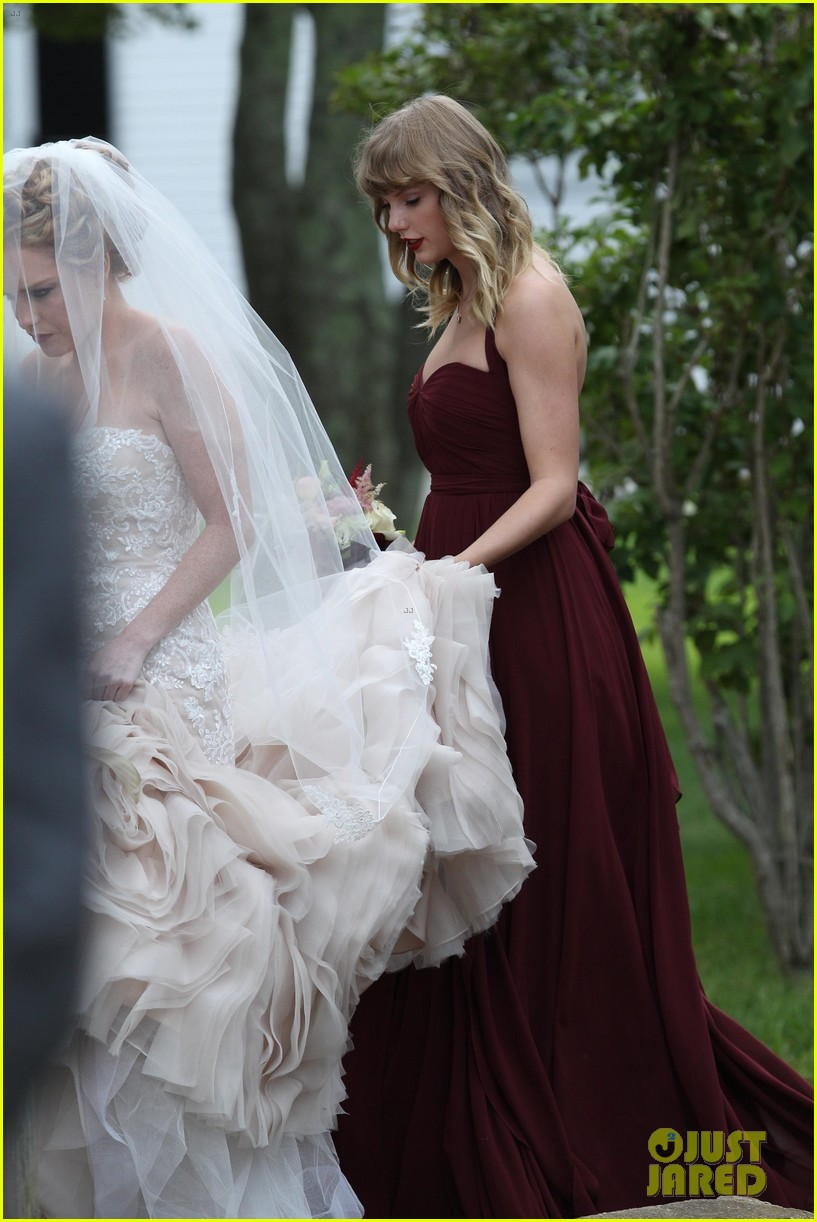 Taylor swift holds bff abigail andersons dress at her wedding taylor swift serves as bridesmaid at bff abigails wedding 15 ombrellifo Images