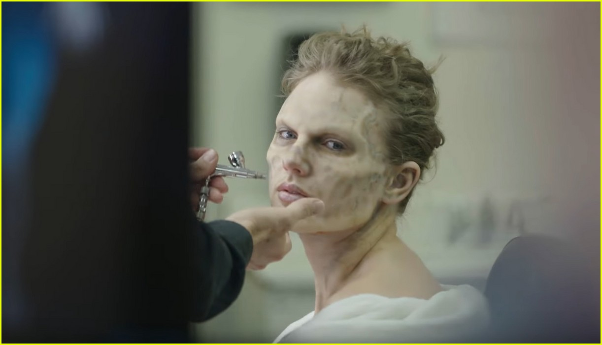 1497b01dcc0ed5 Watch Taylor Swift Transform Into a Terrifying Zombie for Her Music ...
