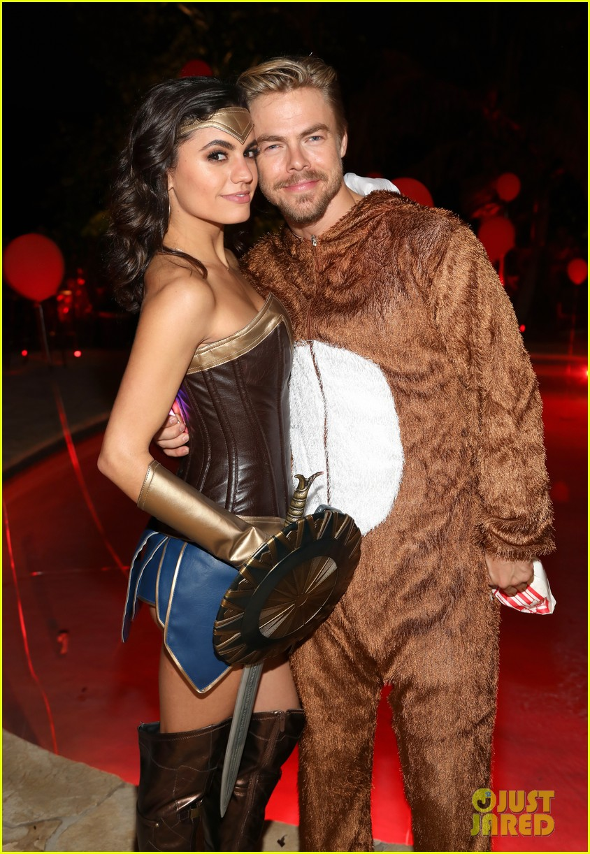 derek hough hayley erbert couple up just jared halloween party 02