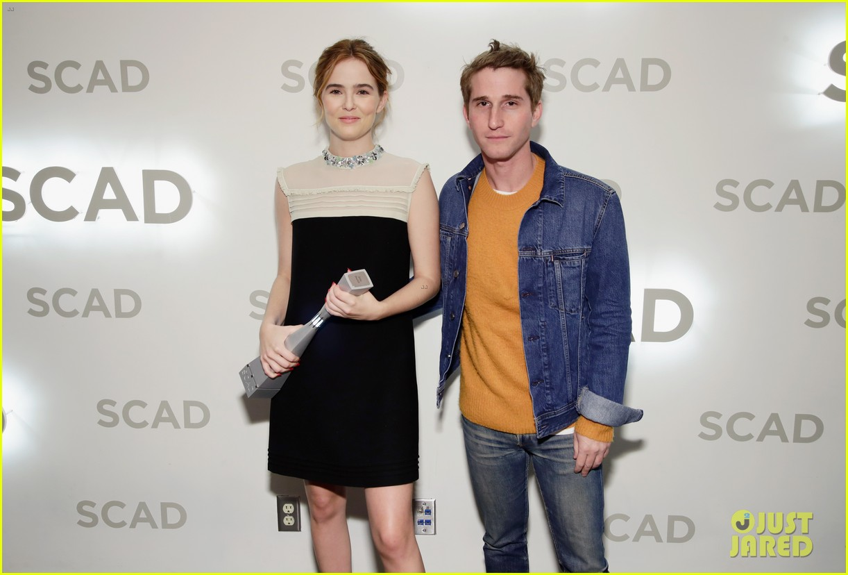 zoey deutch receives rising star award at savannah film fest 03