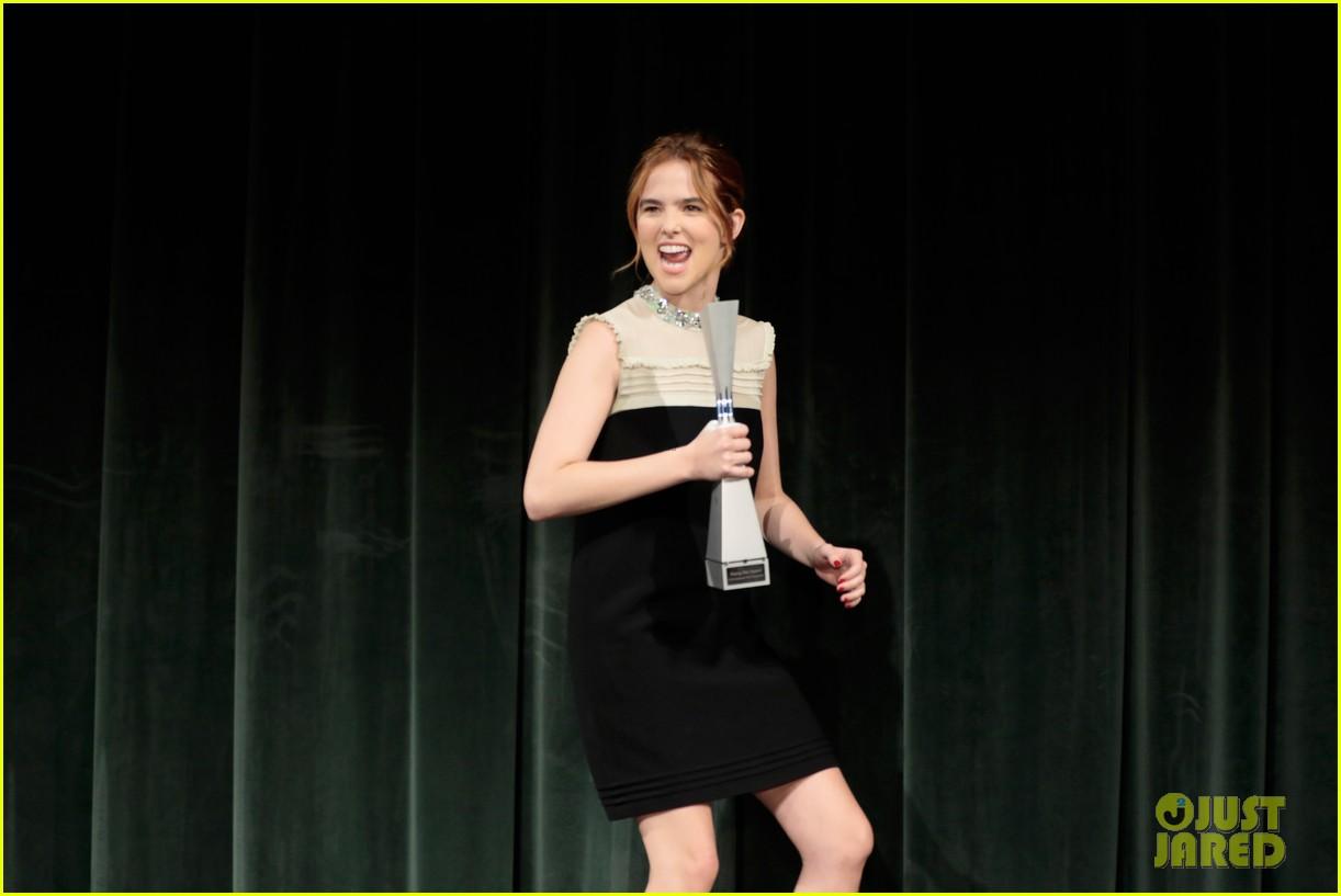 zoey deutch receives rising star award at savannah film fest 07