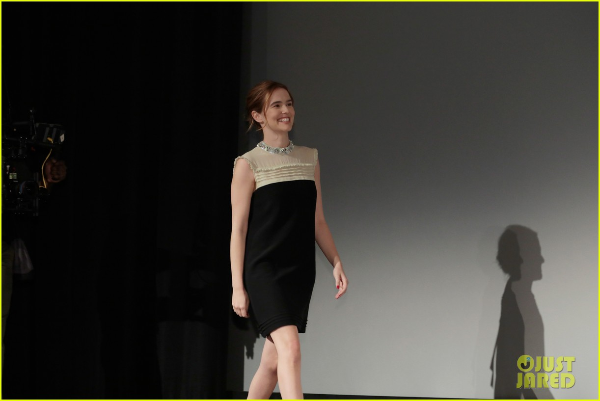 zoey deutch receives rising star award at savannah film fest 08
