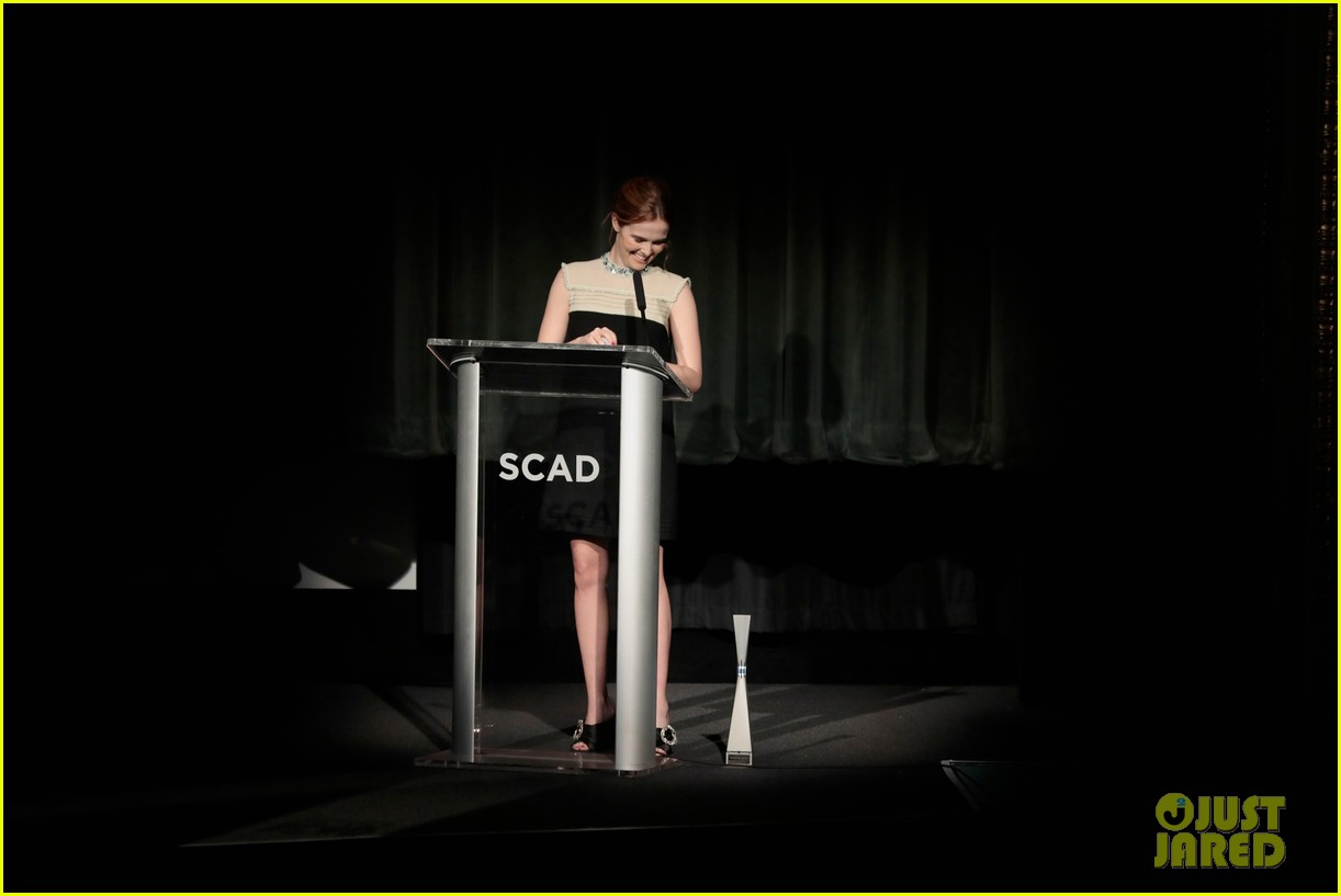 zoey deutch receives rising star award at savannah film fest 10