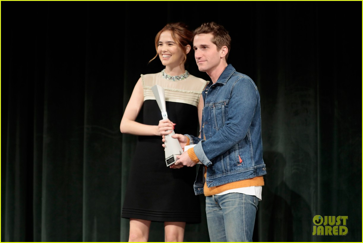 zoey deutch receives rising star award at savannah film fest 11