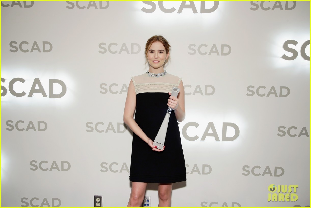 zoey deutch receives rising star award at savannah film fest 12