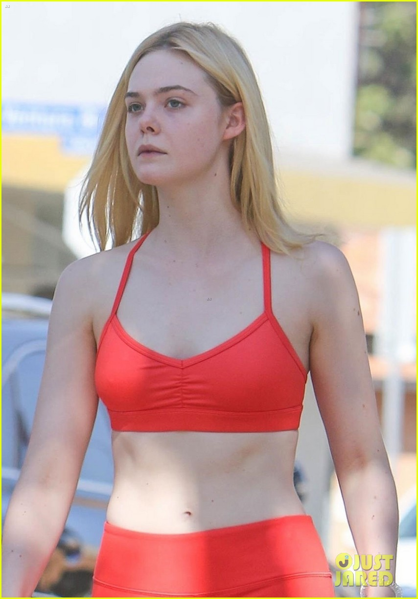 elle fanning shows off fit figure in studio city 02