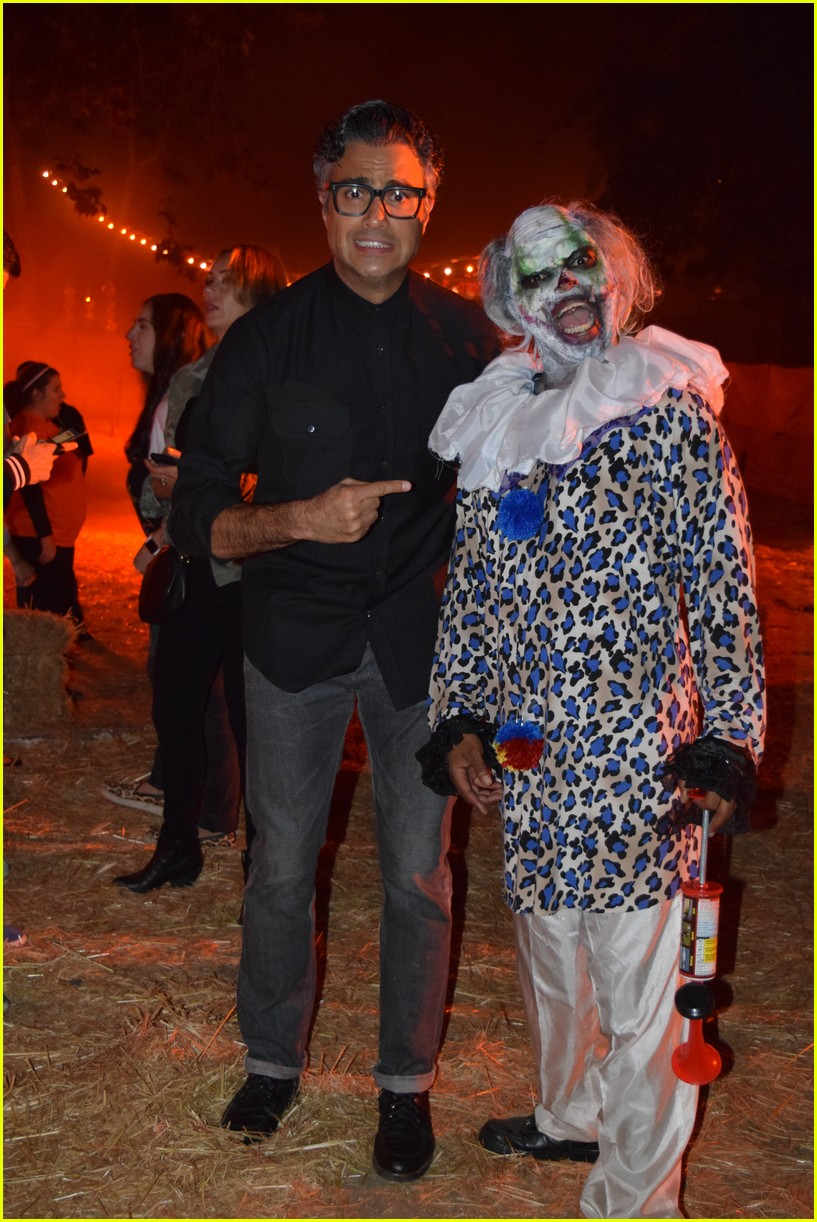 these celebs got spooked on the la haunted hayride 08