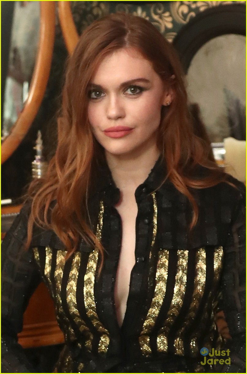 Holland Roden Plays Into The Creep Factor at NYCC For New ...