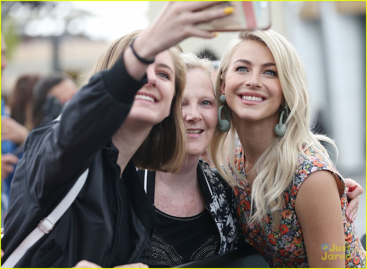 julianne hough extra et dwts faves 05