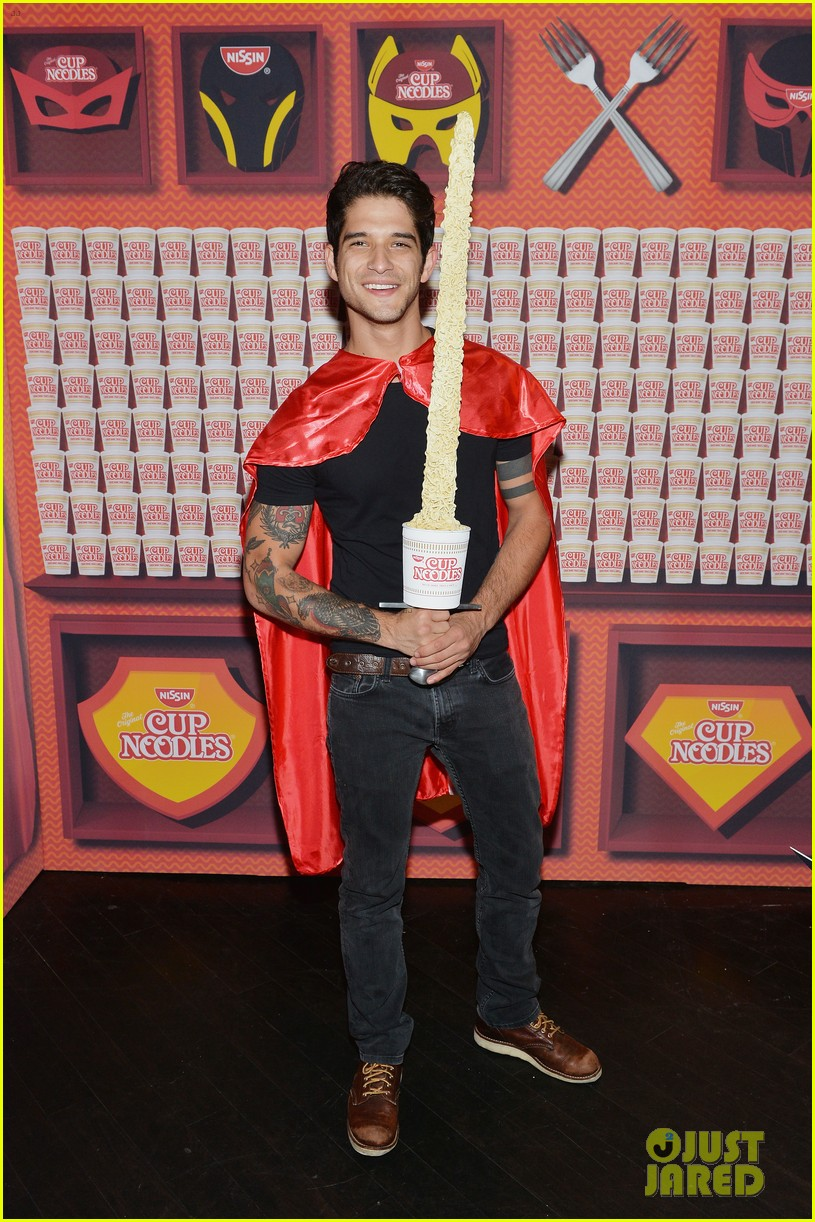 josh hutcherson tyler posey more attend hulu nycc after party 03