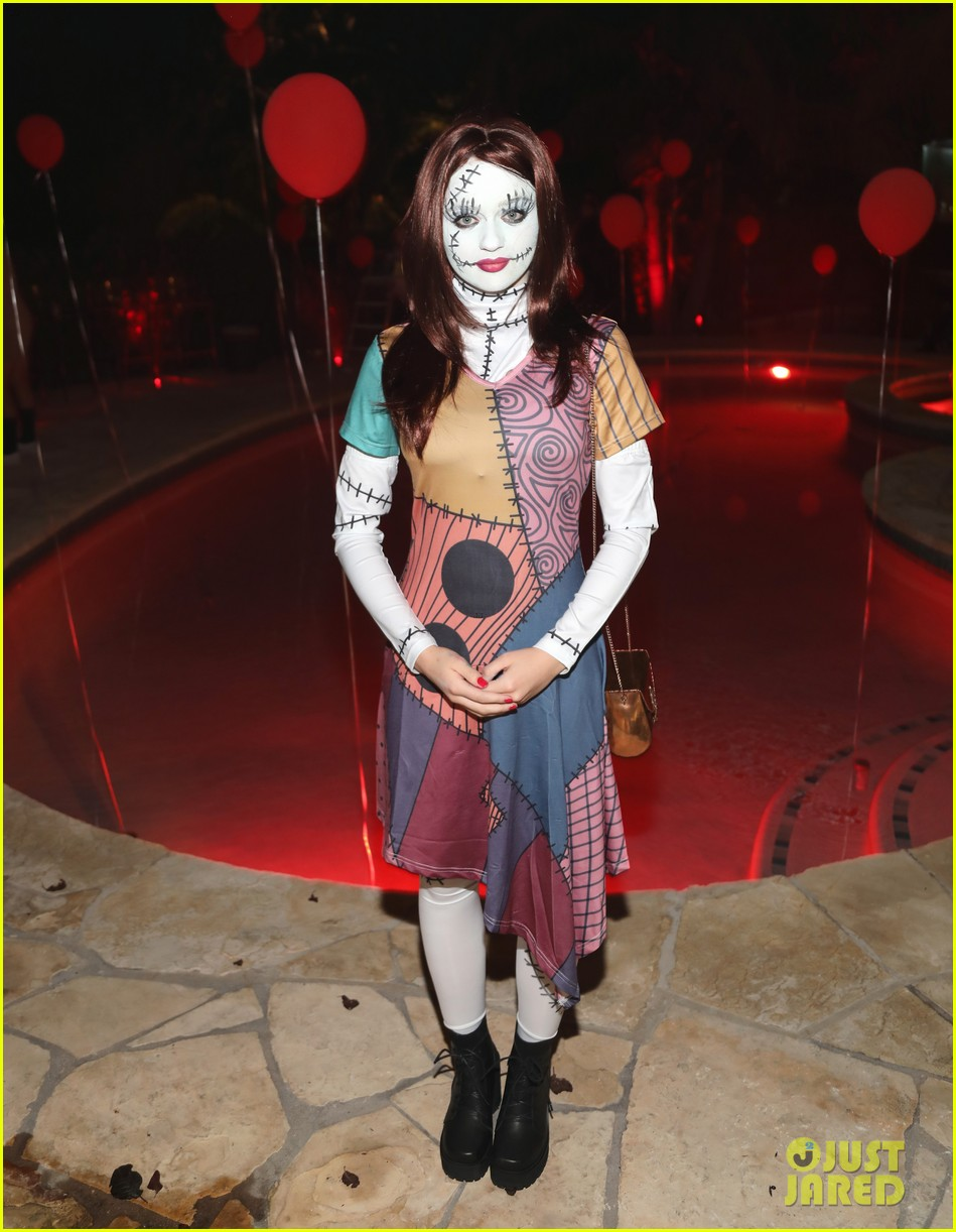 joey king just jared halloween party 03