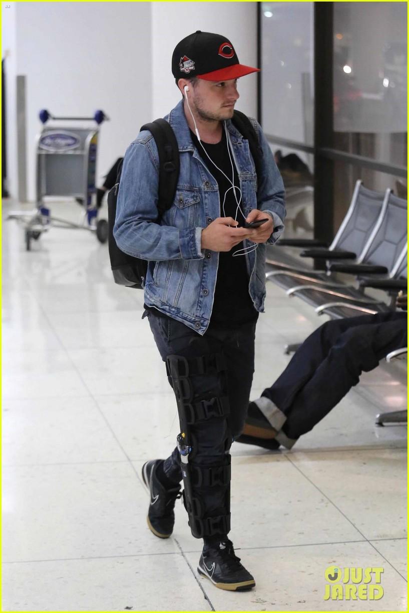 Josh Hutcherson Airport 01