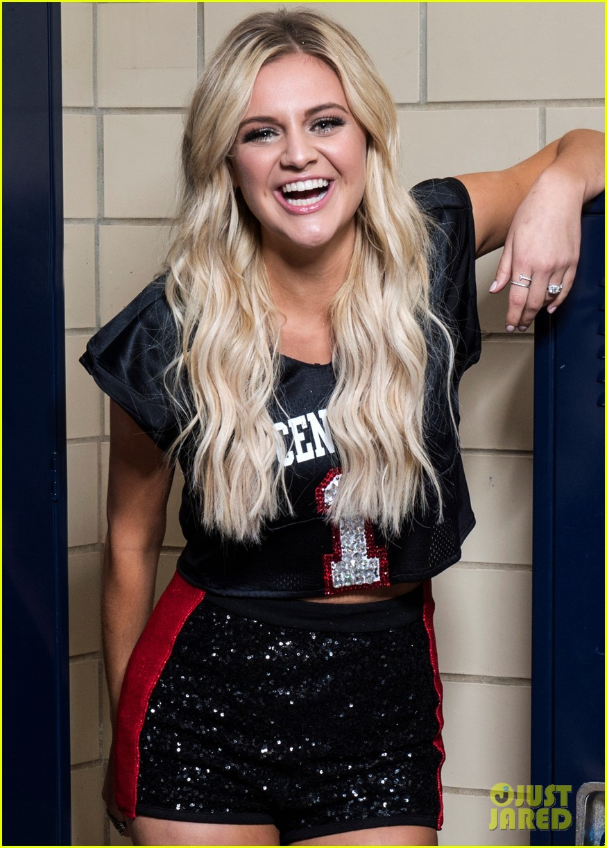kelsea ballerini returns to high school for concert 01