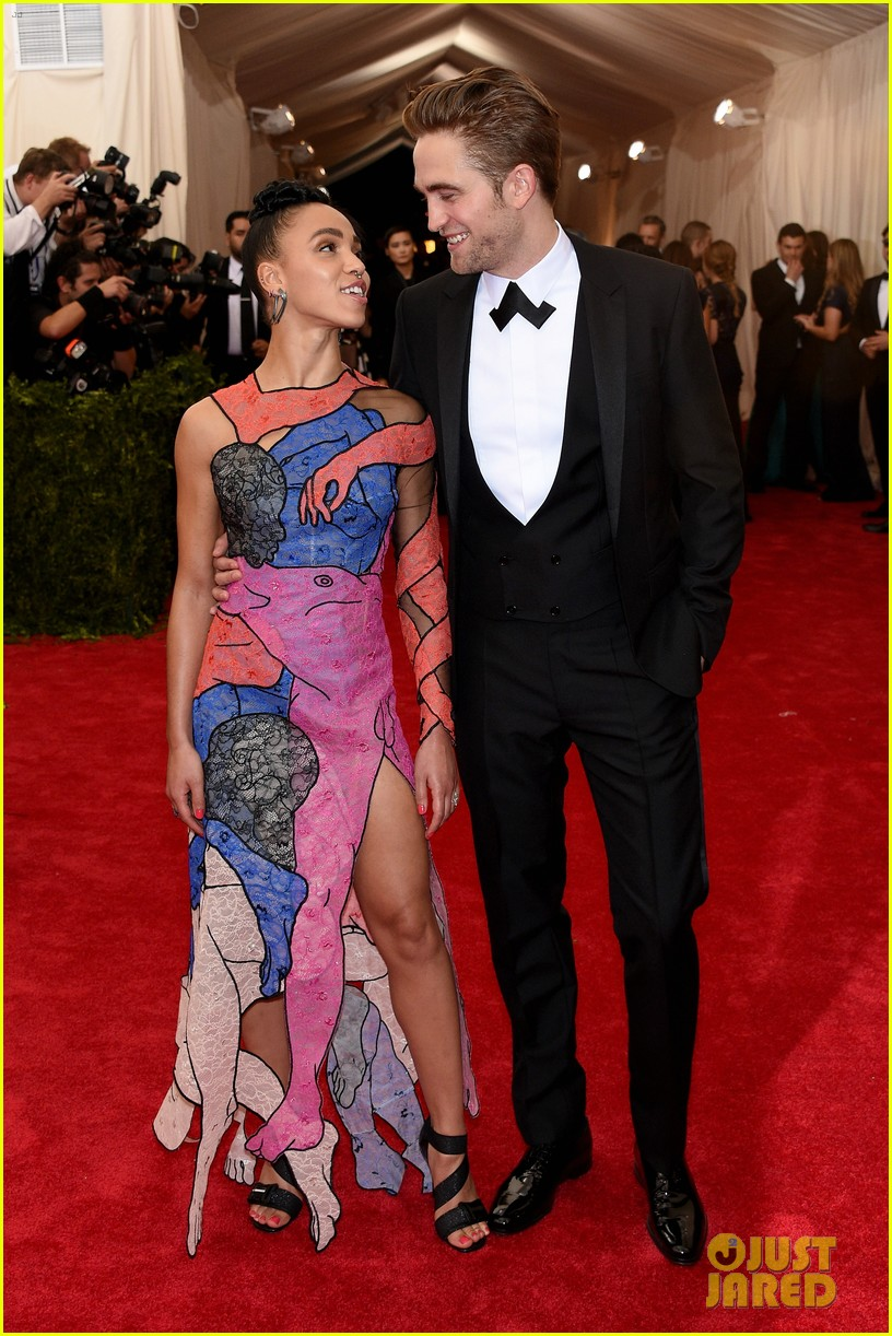 robert pattinson fka twigs split call off engagement 01