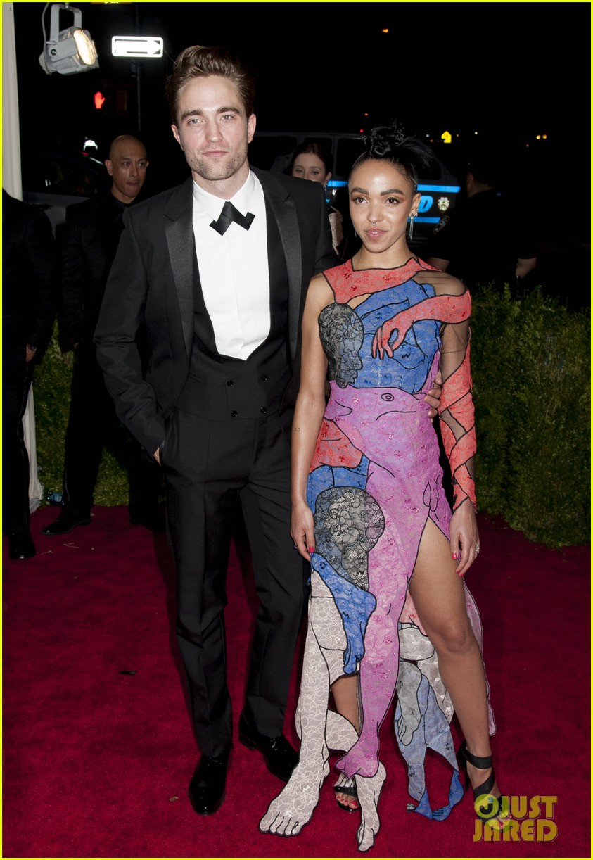 robert pattinson fka twigs split call off engagement 12