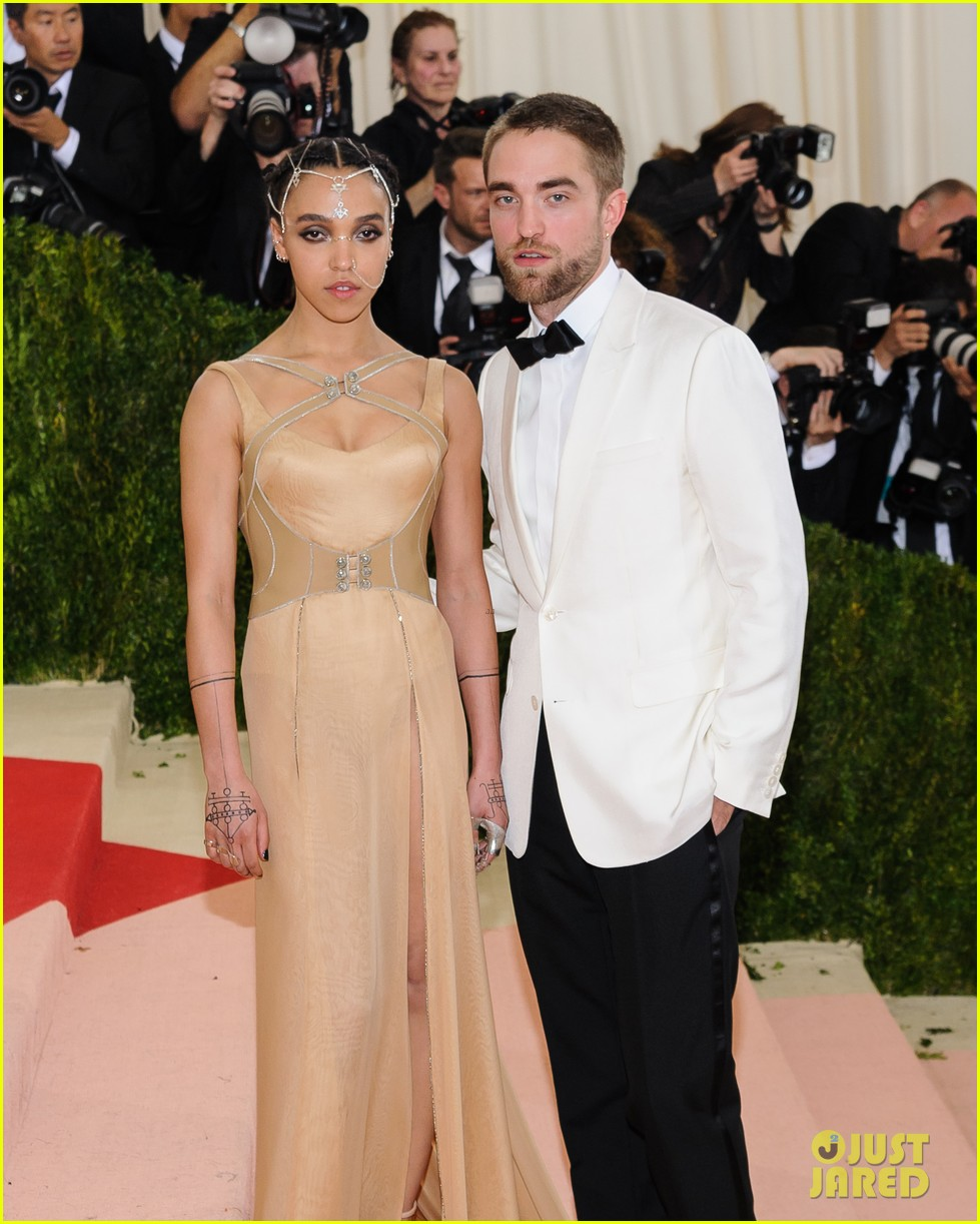 robert pattinson fka twigs split call off engagement 13
