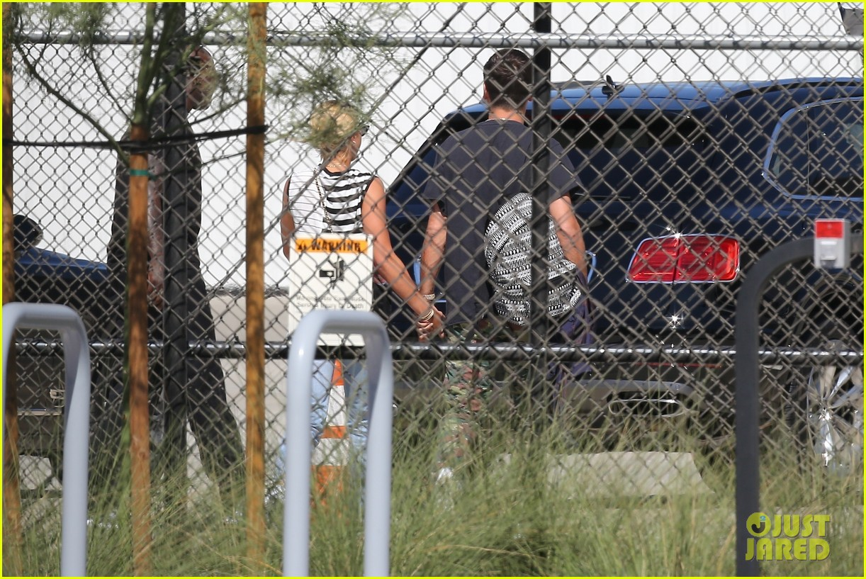 scott disick sofia richie grab coffee before flying out of town 05