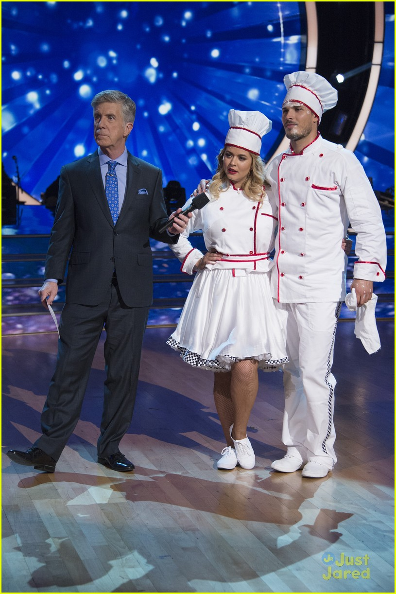 sasha pieterse brant daugherty pll dwts support baking pics 05