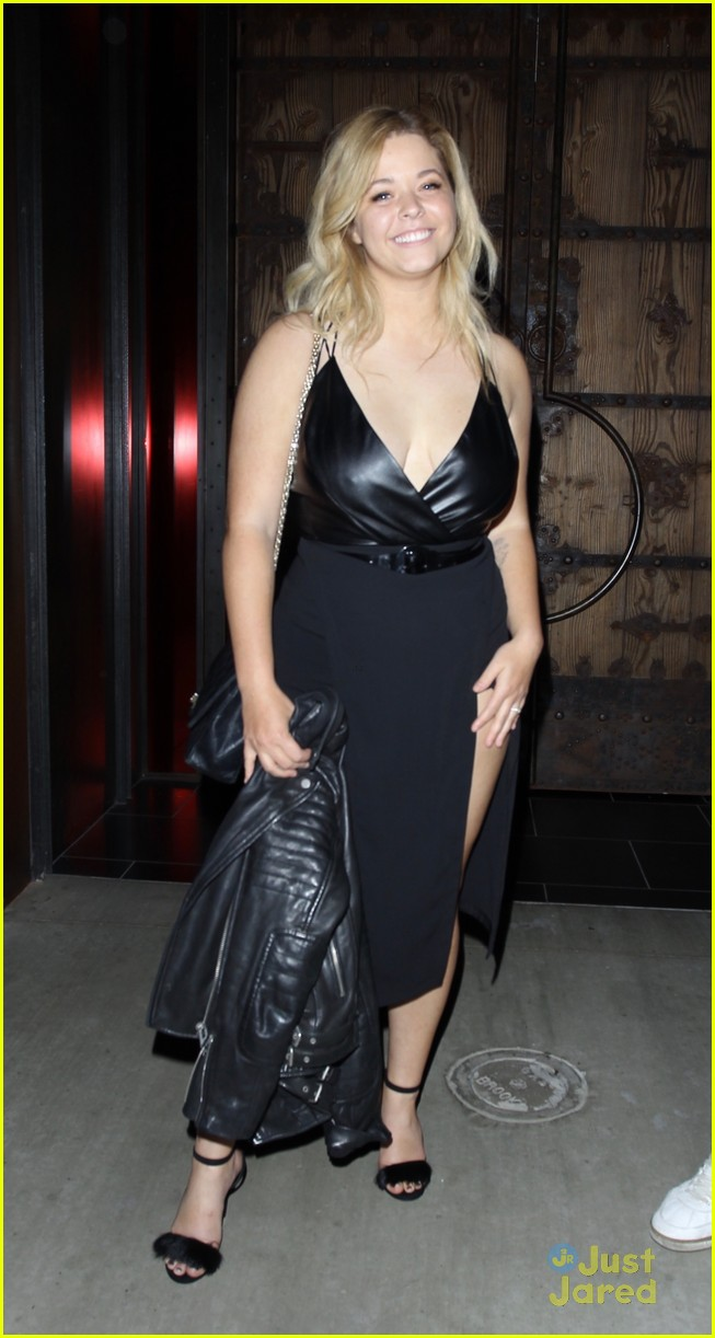 sasha pieterse fiance dine out hollywood 01
