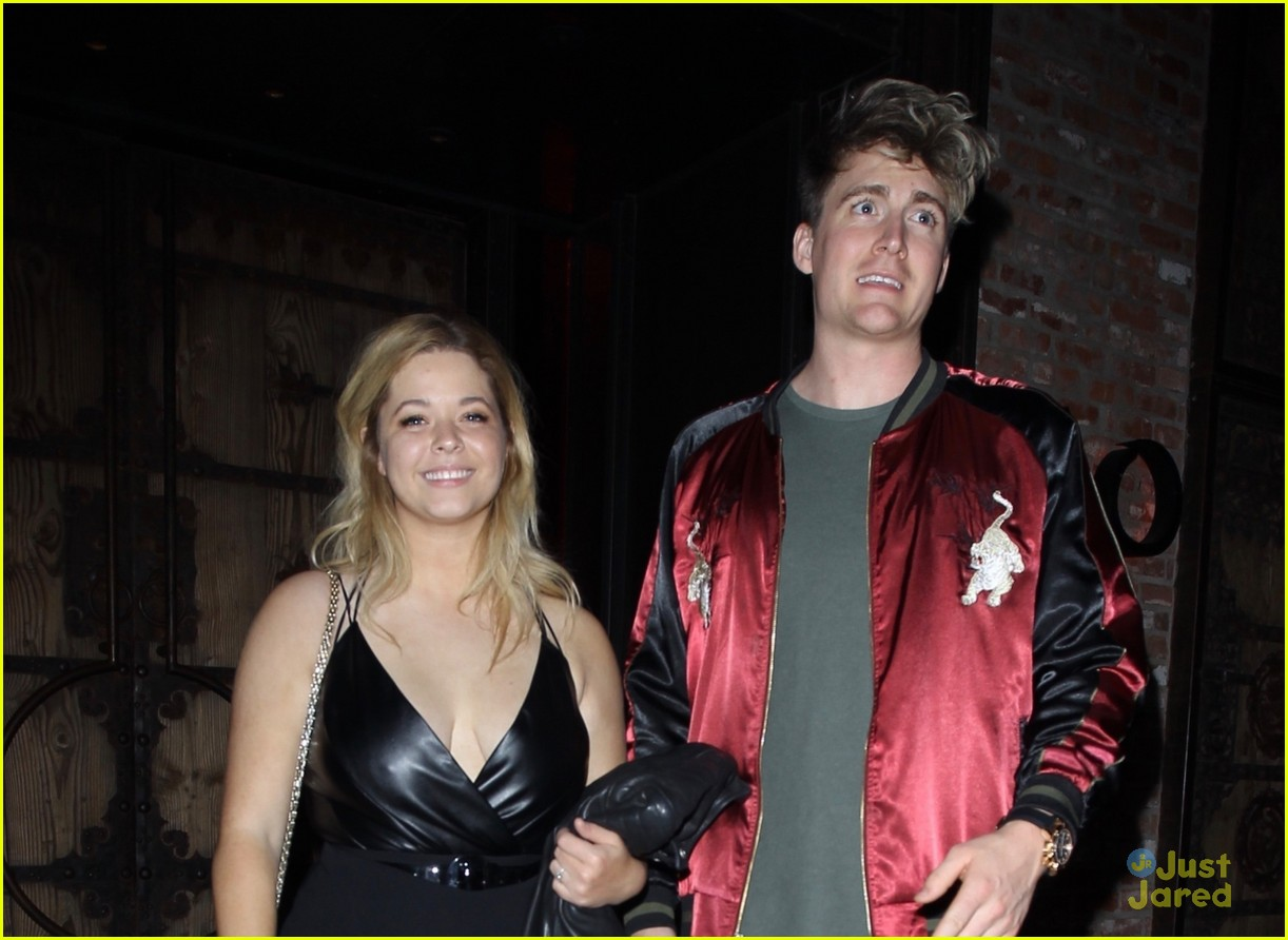 sasha pieterse fiance dine out hollywood 07
