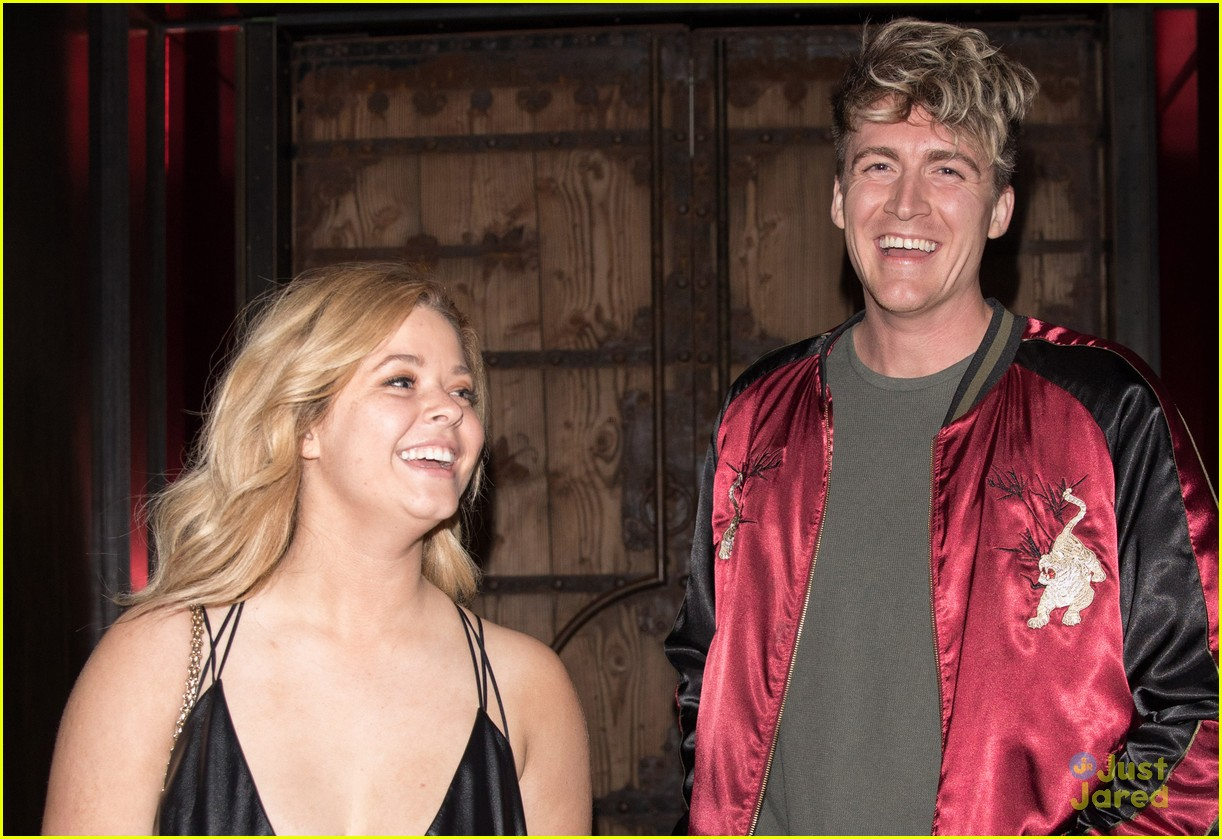 sasha pieterse fiance dine out hollywood 09